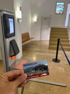 scan salzburg card at turnstile