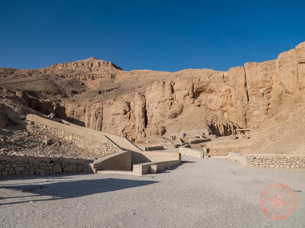 valley of the kings tombs walkway