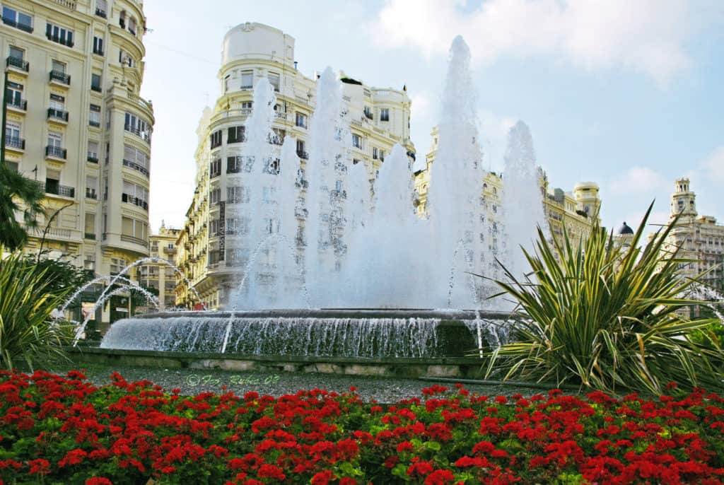 Plaza de Ayuntamiento best things to do in valencia