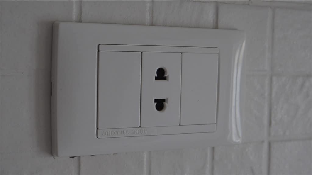 dahabiya cabin electrical outlets