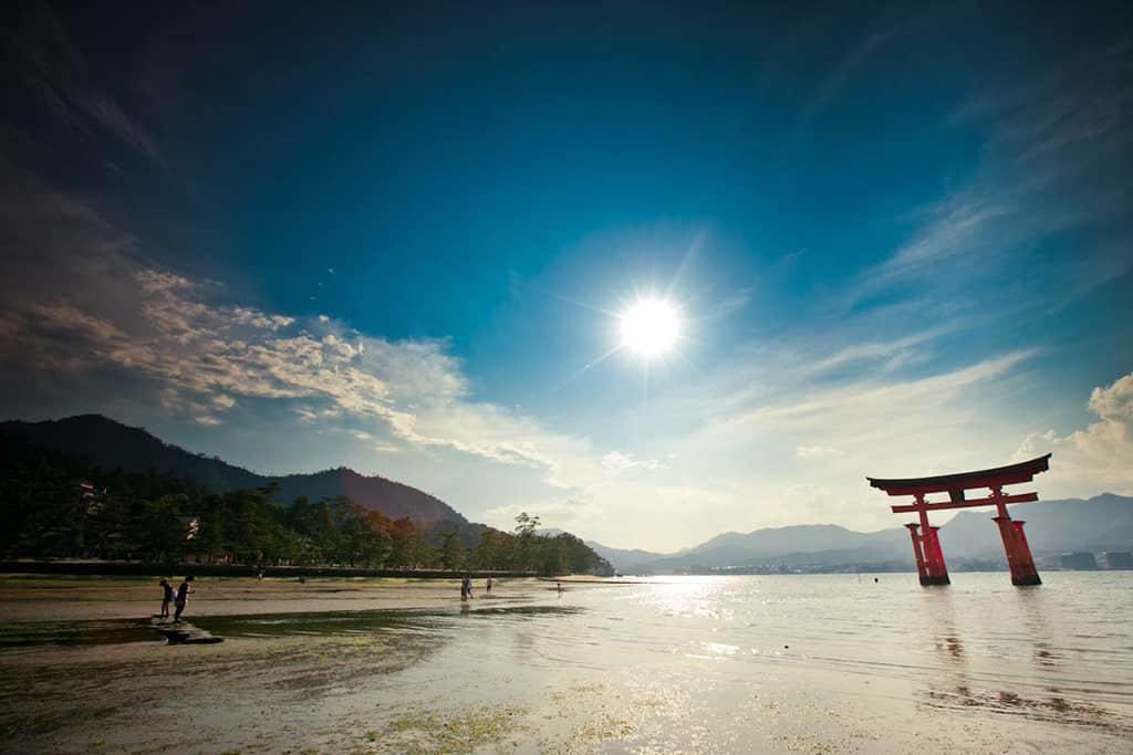 hiroshima itsukushima floating torii gate