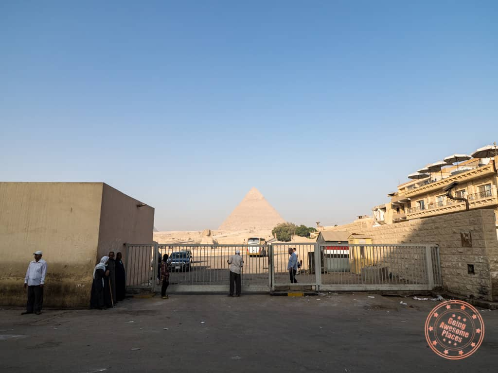 how close pyramids valley boutique hotel is to the entrance