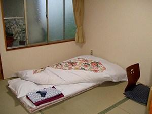 bed on the floor in sansui ryokan hiroshima