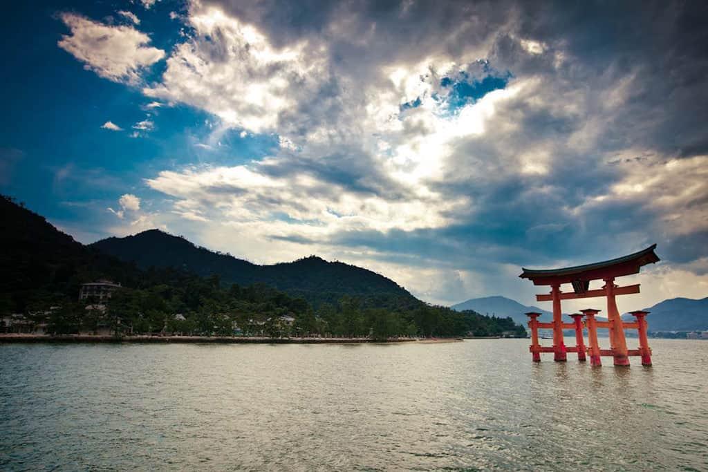 things to do in hiroshima miyajima island