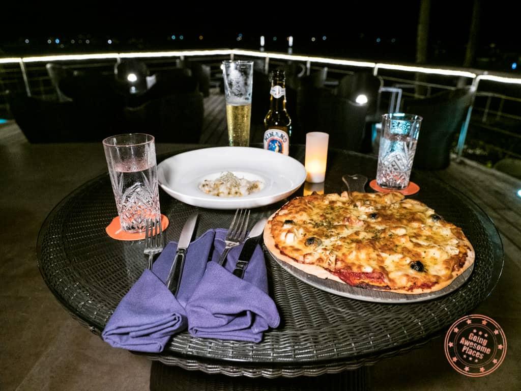 dinner at miki miki bar with hawaiian pizza