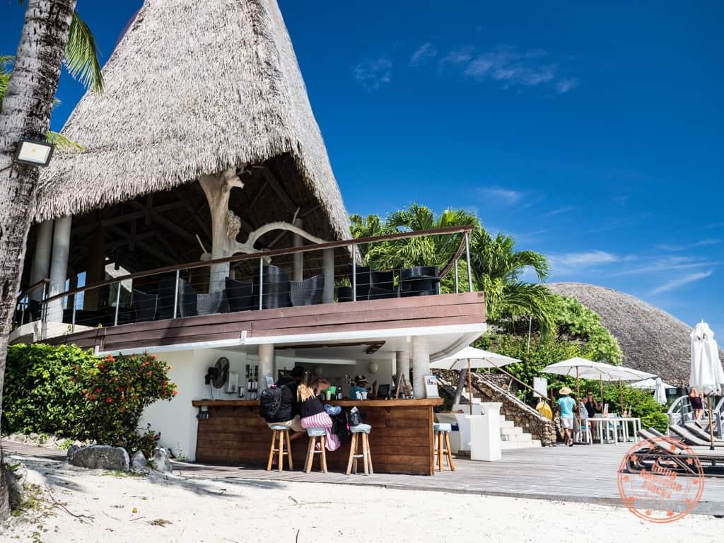 le meridien bora bora pool bar and miki miki bar