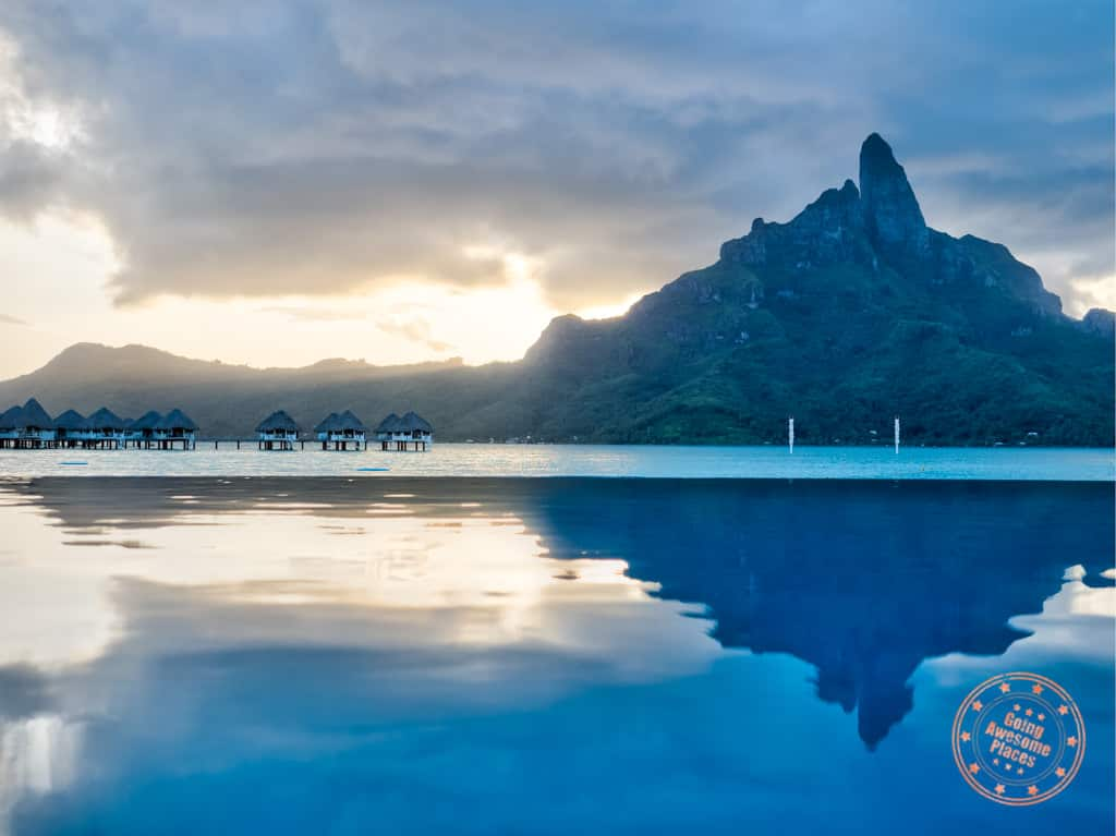 te ava infinity pool best photography spot at le meridien bora bora