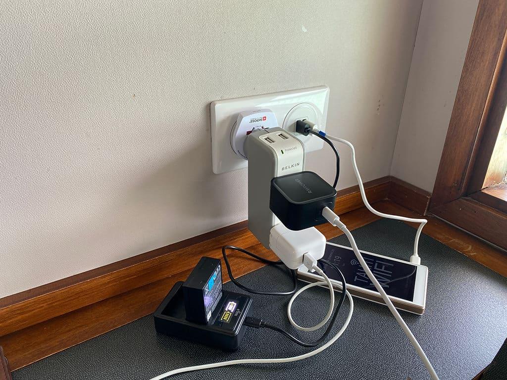 le meridien bora bora power outlet at table