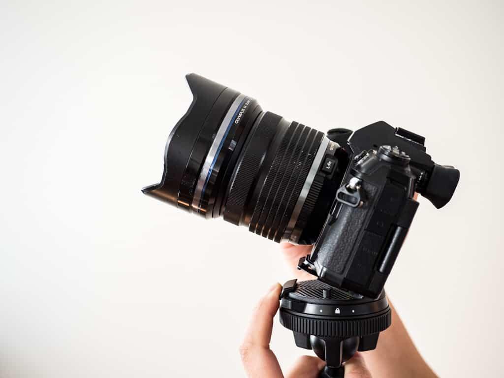 mount camera on peak design travel tripod