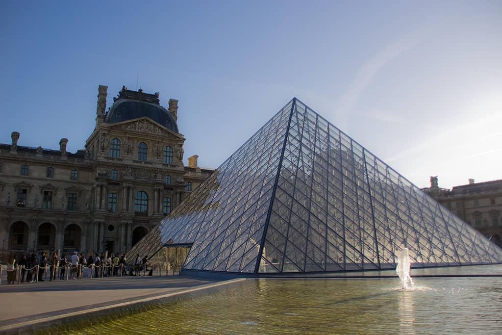 paris louvre museum travel virtual experiences