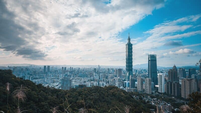 where to stay in taipei taiwan featured