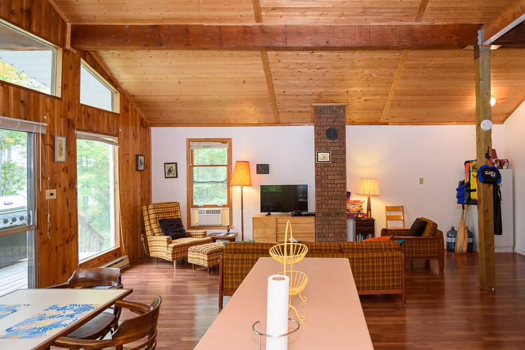 cottagerental.com muskoka cottage interior