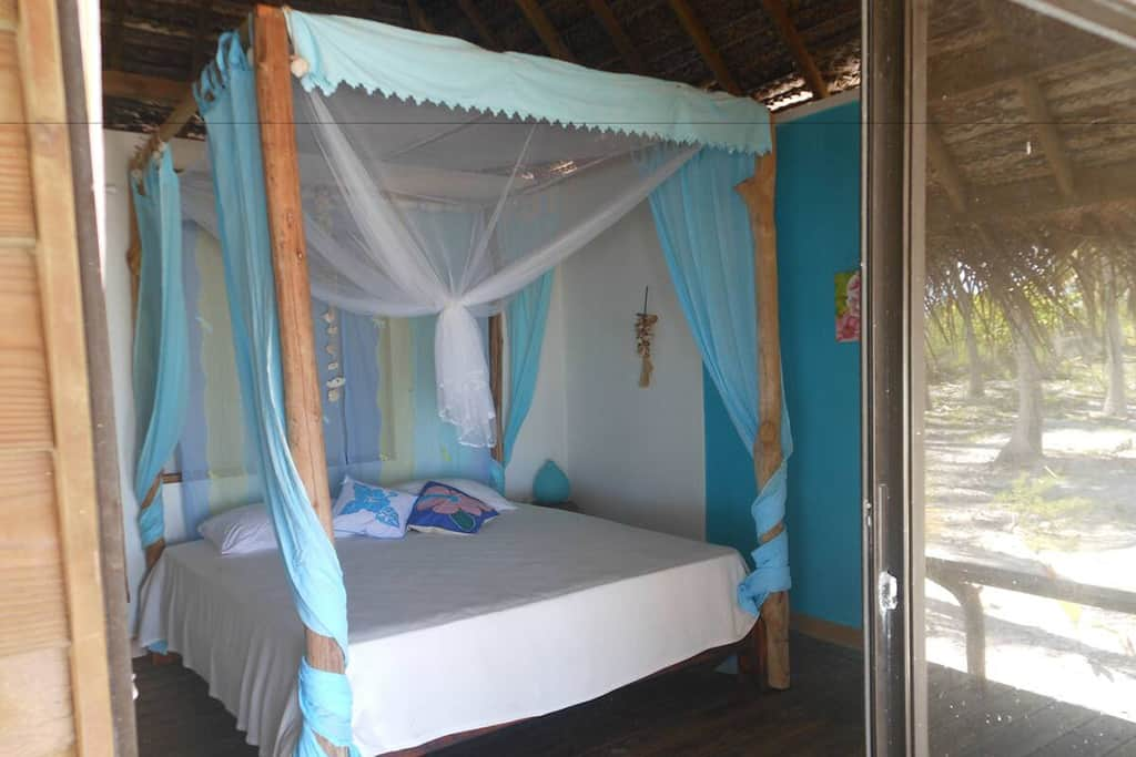 aotera guest house deluxe bungalow rangiroa