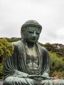 the great buddha of kamakura bronze statue