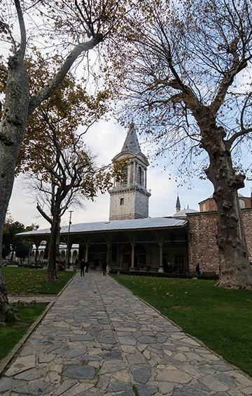 topkapi palace museum walkway