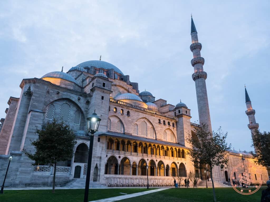 suleymaniye mosque exterior at dusk