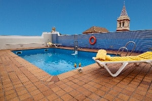 The rooftop pool of the Hotel San Gil in Seville