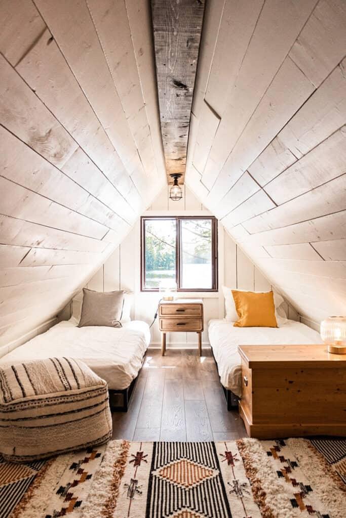 otter haven cottage bedroom