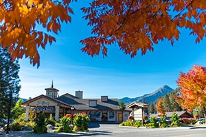 icicle village resort exterior in where to stay in leavenworth