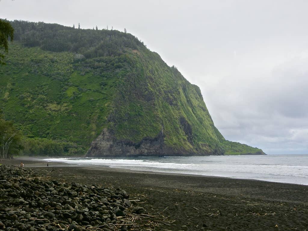 muliwai trail z trail from across the waipio valley on the big island