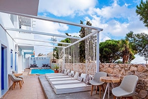 loizos stylish residences where to stay in fira