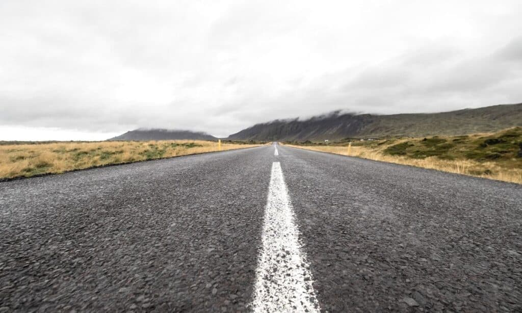 where to rent a car in iceland featured